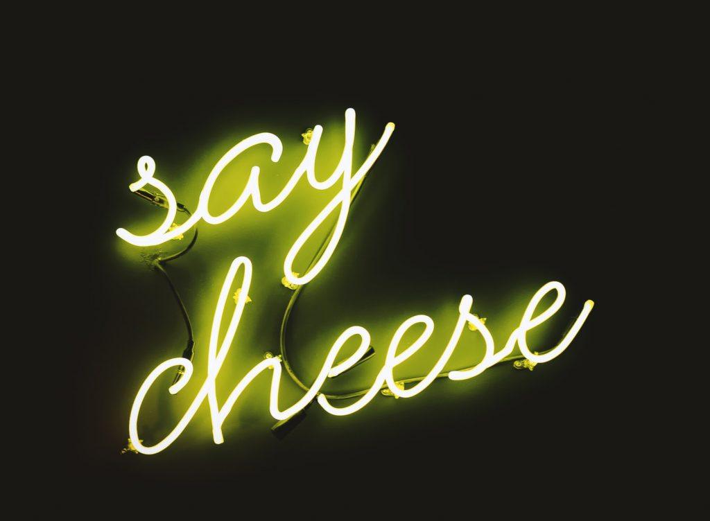 "Néon lumineux : ""say cheese"""